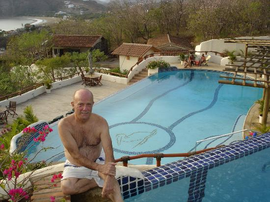 Pelican Eyes Resort & Spa: Joe at Infinity Edge of Lap Pool