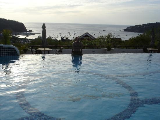 Pelican Eyes Resort & Spa: Greg in Third Pool