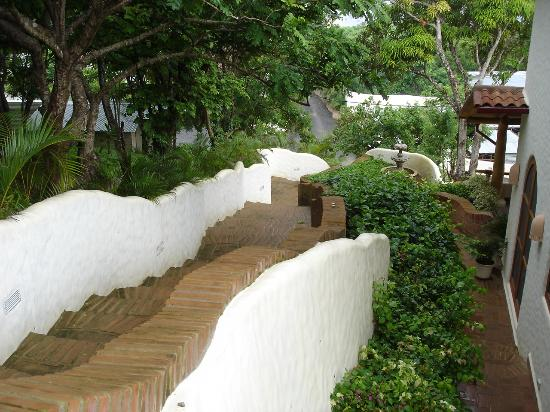 Pelican Eyes Resort & Spa: Typical of the Walkways