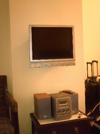 Hotel Rialto: tv w/cd-dvd player