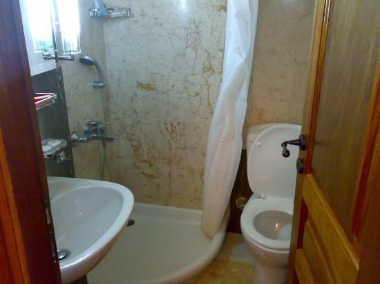 Bastione Malvasia Hotel Tiny Bathroom