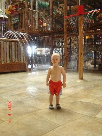 Great Wolf Lodge : just getting his feet wet