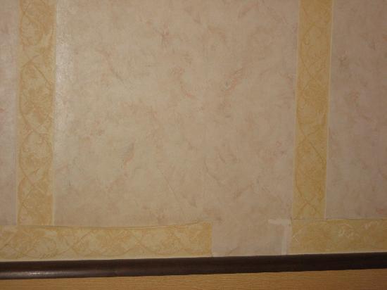 Hotel de la Felicite: more wall paper