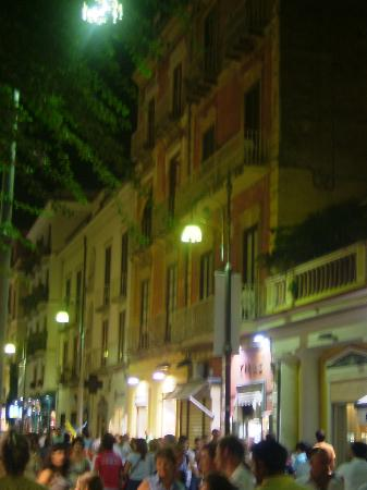 Sorrento Town Suites: Looking up to our balcony