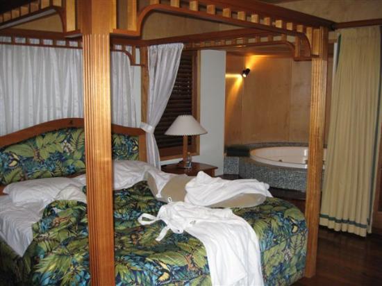 Ou0027Reillyu0027s Rainforest Retreat Mountain Villas and Lost World Spa Principal bedroom & Principal bedroom canopy suite - Picture of Ou0027Reillyu0027s Rainforest ...