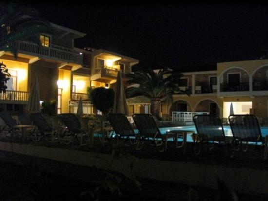 Iliessa Beach Hotel: night view