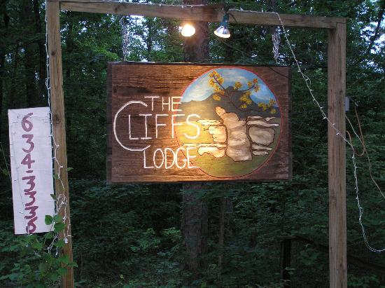 The Cliffs Lodge: Sign at the entrance