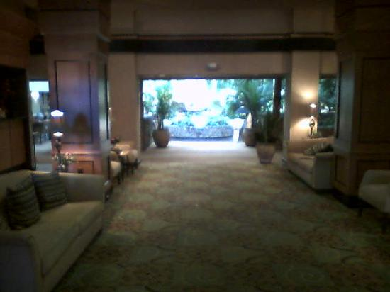 Embassy Suites by Hilton Oklahoma City Will Rogers Airport: Lobby Vestibule