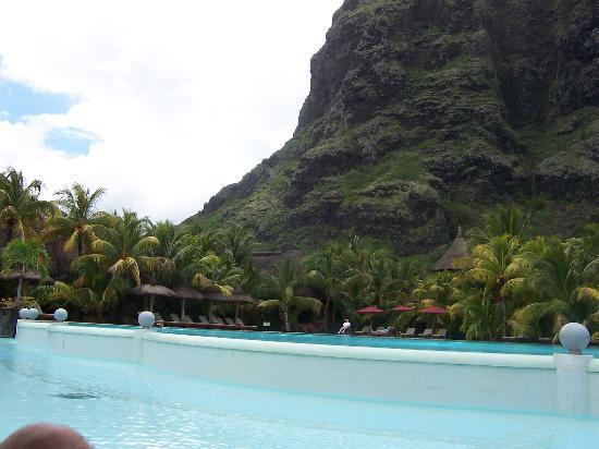 Dinarobin Beachcomber Golf Resort & Spa: by the pool