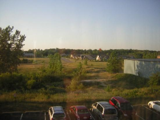 Comfort Inn Airport: The view out our window.
