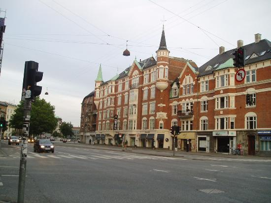 Avenue Hotel Copenhagen : View of the Avenue Hotel from across the road