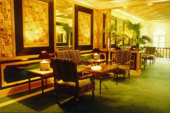 Continental House: Lobby