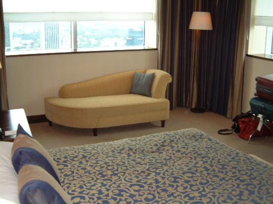 InterContinental Hotel Warsaw: chaise longue in the bedroom