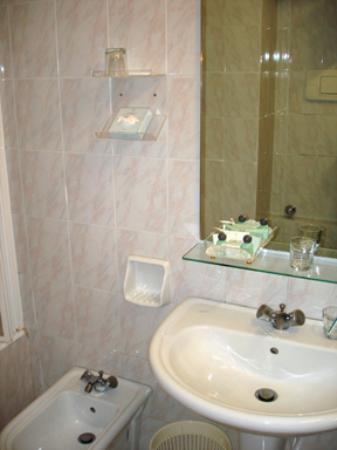 Antica Locanda Leonardo : bathroom sink