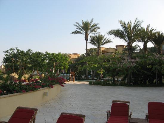 Kempinski Hotel Ishtar Dead Sea: Pool Side of the infinity pool