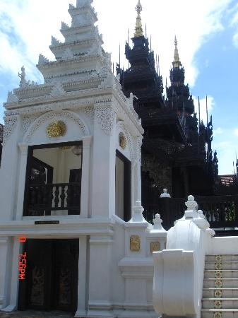 The Dhara Dhevi Chiang Mai: Such beautiful architecture around every corner!