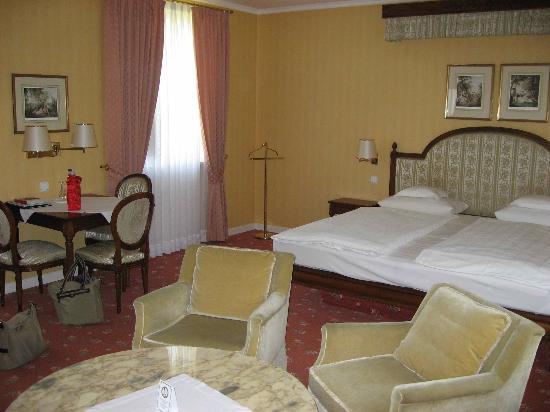 Romantik Hotel Zehntkeller: The suite's master bedroom
