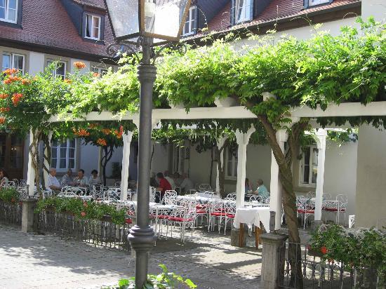 Romantik Hotel Zehntkeller: Outside restaurant