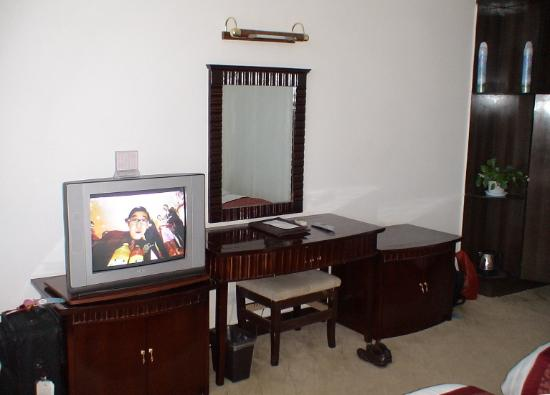 Taixing Hotel: TV and dressing table