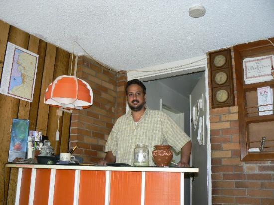 Chateau Motor Lodge: Mr. Singh