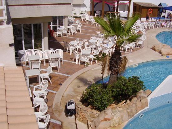 Kilimanjaro Hotel: Poolside 1