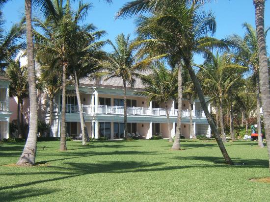 The Ocean Club A Four Seasons Resort Bahamas Crescent Wing View From Beach