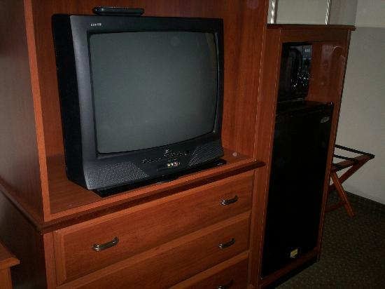 Best Western Taylor Inn : Tv, Fridge And Microwave