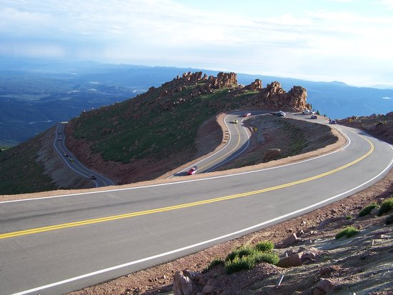 section of paved road to summit foto di pikes peak colorado springs. Black Bedroom Furniture Sets. Home Design Ideas
