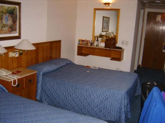Hotel Dolmen: bedroom