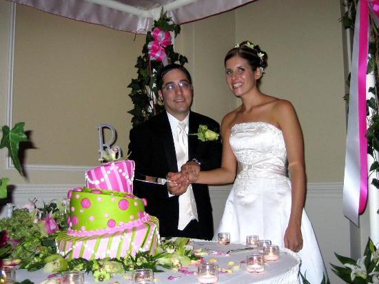 Berwyn, PA: cutting the cake