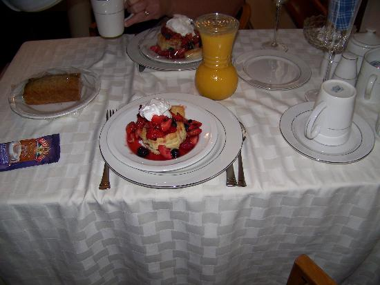 Weller Haus Bed, Breakfast and Event Center: Not your typical Continental Breakfast