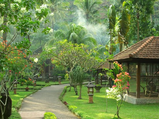 Puri Mas Boutique Resort & Spa: Puri Mas Villa grounds
