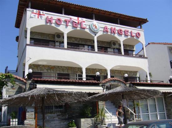 Hanioti Grand Victoria: Front of the hotel
