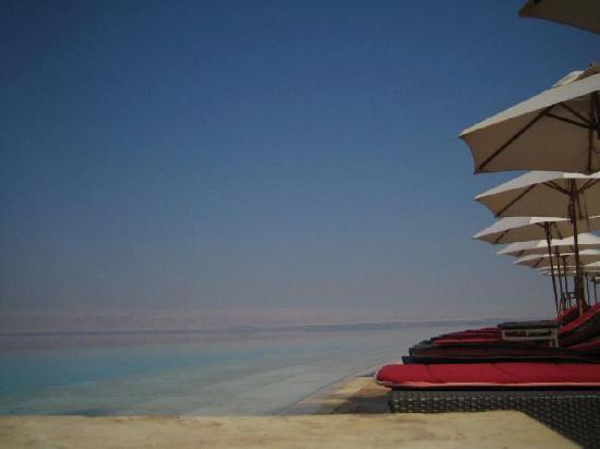 Kempinski Hotel Ishtar Dead Sea: One of seven hotel pools