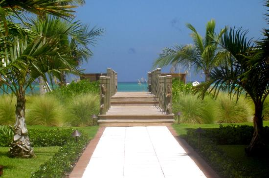 The Tuscany: Walkway to beach