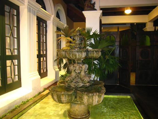 The Dhara Dhevi Chiang Mai : The front entry way of our villa & the running fountain