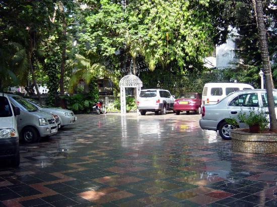 Avion Hotel: hotel parking