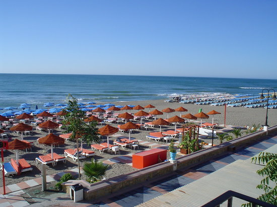 The top 10 things to do near maracas beach bar benalmadena for Aquarium torremolinos