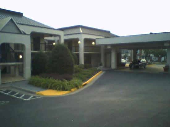 BEST WESTERN Dulles Airport Inn : Front of hotel