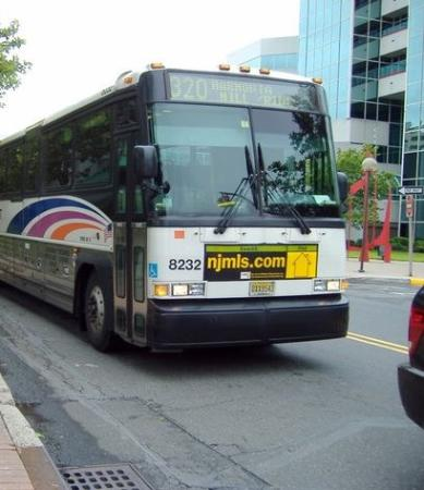 Meadowlands River Inn: Bus 320 take you right in front of the hotel