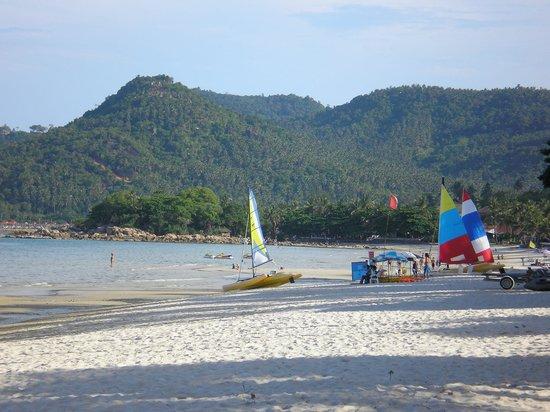 B2@Samui Beach Resort: Beach outside Chaweng Resort