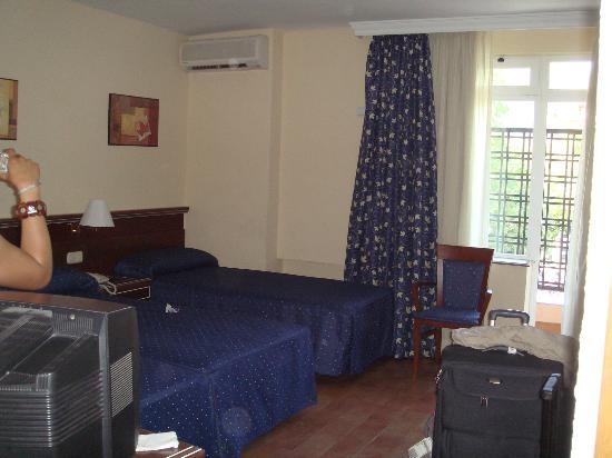 Hotel San Cristóbal: Tripe room on second floor