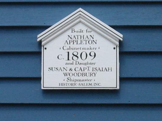 Northey Street House Bed and Breakfast: Information & year built plaque