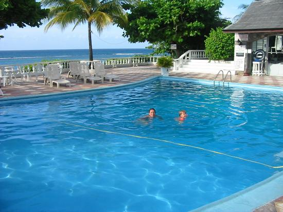 Silver Seas Resort Hotel: Pool