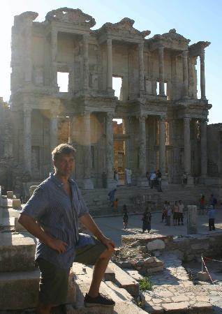 Kismet Hotel: Nearby Ephesus library