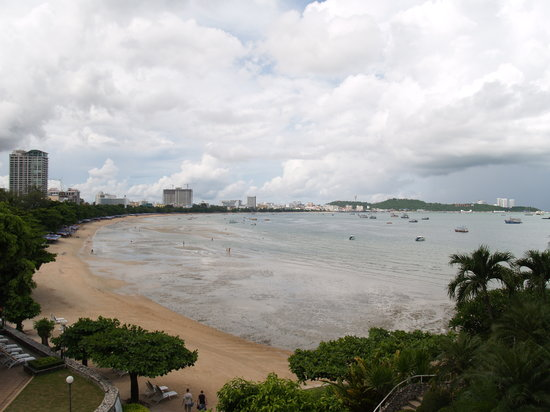 Dusit Thani Pattaya: Beach view