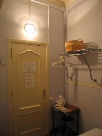 BCN Hostal Central : Single room of my stay