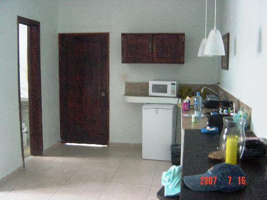Amelie Tulum: Room - counter area with fridge and microwave