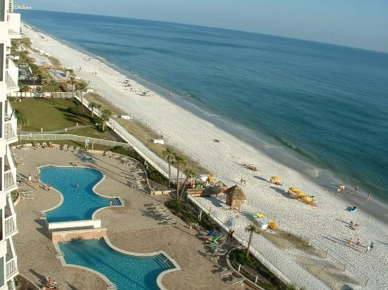Silver Beach Towers Resort: The beach and pool