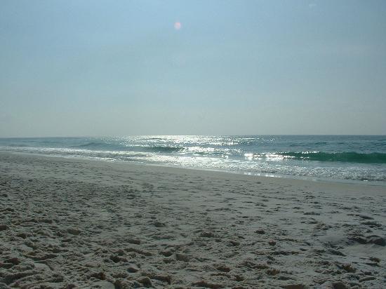 Silver Beach Towers Resort : A million footprints